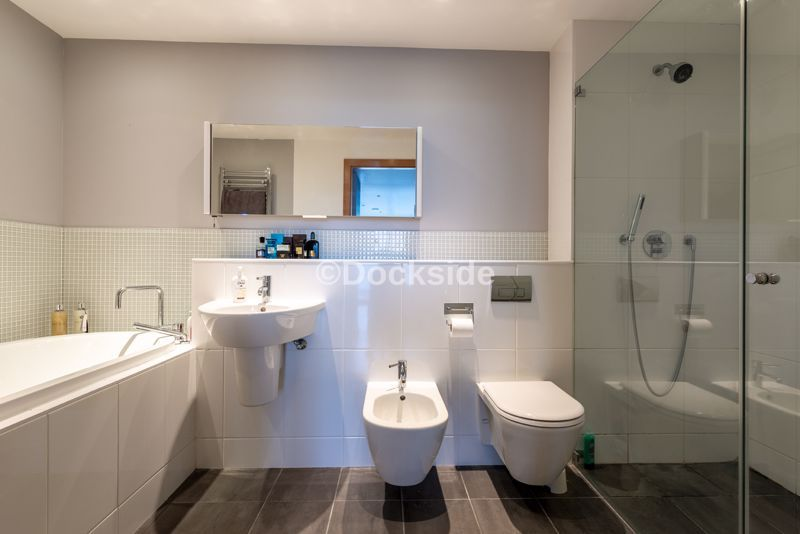 4 bed flat for sale in The Hamptons  - Property Image 9